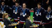 图文:加拿大冰球3-2美国夺冠 美国选手不高兴