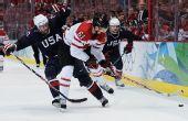 图文:加拿大冰球3-2美国夺冠 纳什遭到阻截