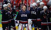 图文:加拿大冰球3-2美国夺冠 美国人失魂落魄