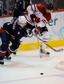 图文:加拿大冰球3-2美国夺冠 加拿大纳什突破