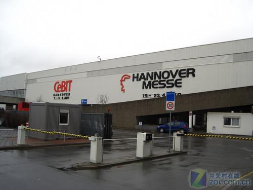 德国汉诺威CeBIT开展在即 ZOL冒雨探馆