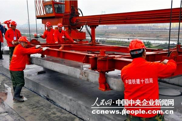 广深港高速铁路屏山涌段轨道板铺设完工