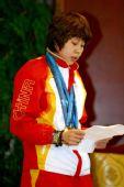 图文:中国代表团载誉归国 王�鞔�表运动员发言