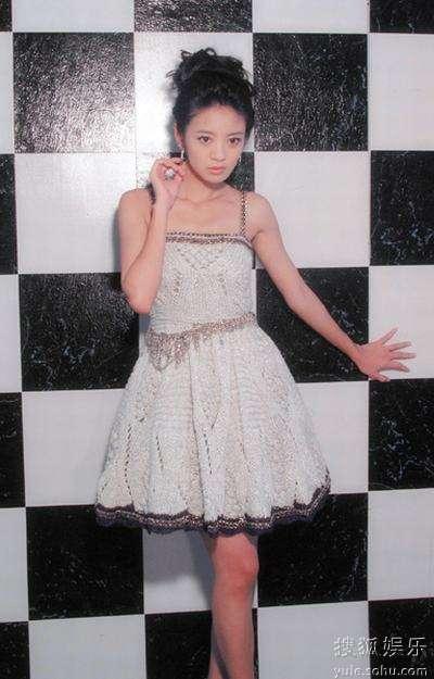 安以轩短裙甜美风