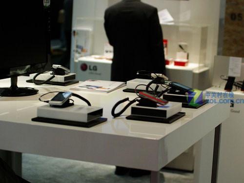 手表手机GD910仍是主角 LG展台众机巡礼