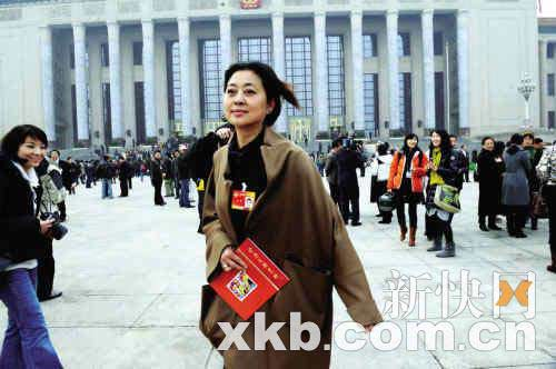 倪萍称去年提案被曲解 今年啥都不说甩记者(图)