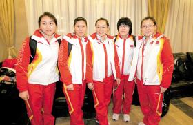 左起岳清爽、柳荫、周妍、刘金莉、王冰玉