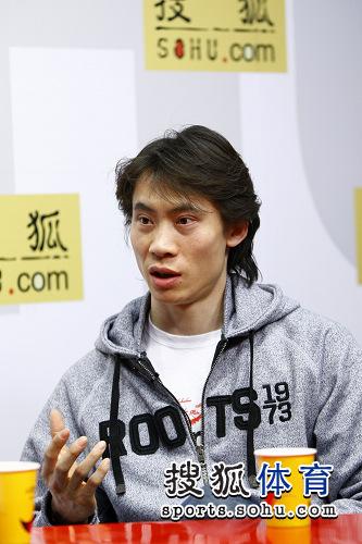 图文:庞清/佟健做客搜狐 佟健侃侃而谈