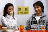 图文:庞清/佟健做客搜狐 庞清忍俊不禁