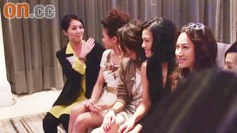 杨千�眯ρ砸�掌掴周秀娜来配合两人不和之传闻。