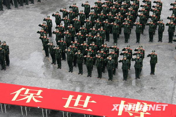 女兵们列队宣誓。新华社记者 陈飞 摄
