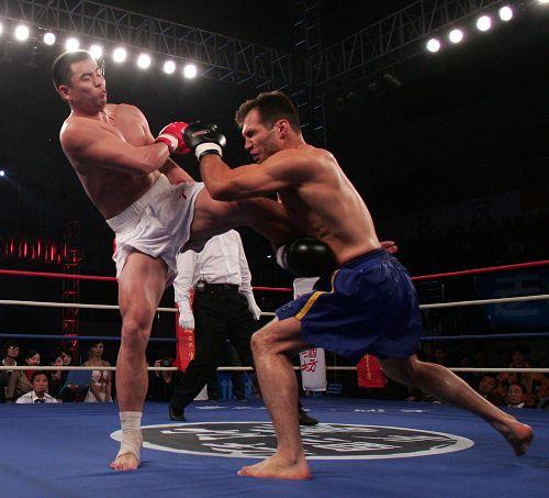 09国际武术搏击王争霸赛 黄磊边腿重击