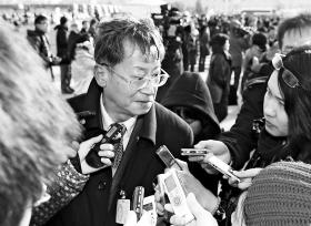 严诚忠接受采访 本报特派北京记者 郭亮 摄