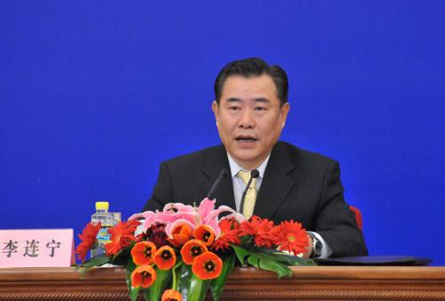 图为十一届全国人大常委会副秘书长、记者会主持人李连宁。翟子赫 摄