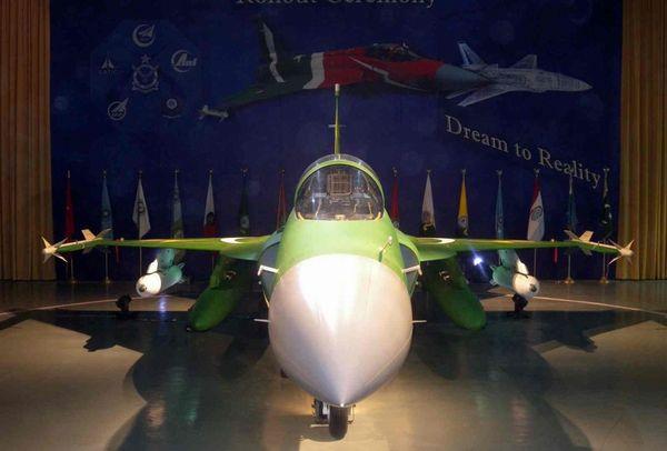 JF-17满外挂公开展示。