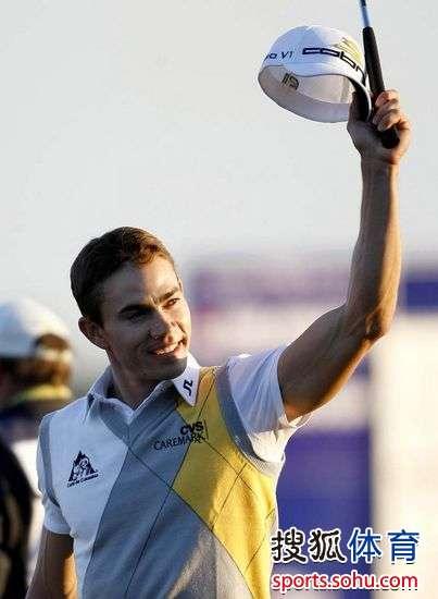 图文:2010年本田精英赛收杆 哥伦比亚帅小伙