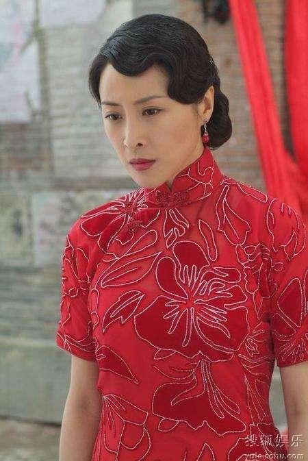 王雅捷红色-艳丽