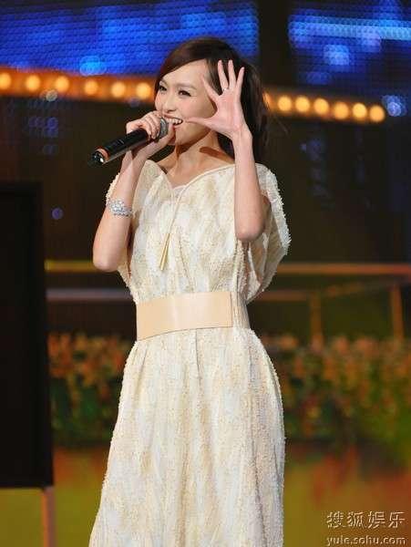 唐嫣演唱《十六岁的花季》