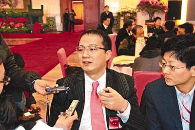 王征9日在政协大会间隙接受传媒采访,讲及入股亚视之事