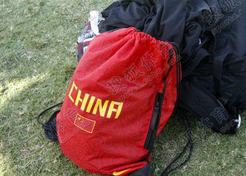 刘翔的红色背包