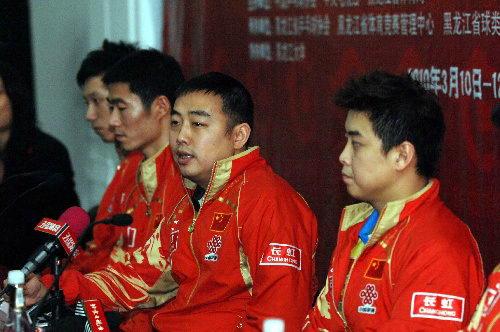 刘国梁携弟子出席发布会