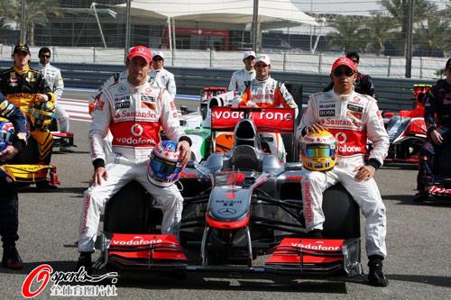 图文:2010F1巴林站首次练习 迈凯轮车队阵容