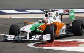 图文:F1巴林站第二次练习 里尤兹疾速驶来