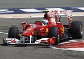 图文:F1巴林站第二次练习 阿隆索准备过弯