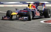 图文:F1巴林站第二次练习 韦伯快速过弯中