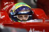 图文:F1巴林站第二次练习 马萨专注看着前方