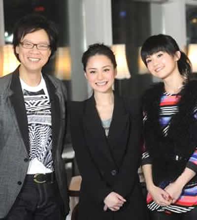 Twins一起接受志云(左)的访问