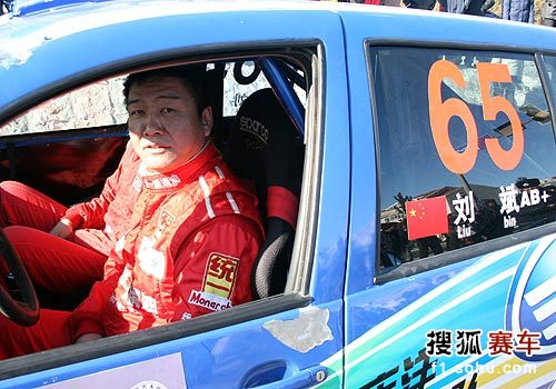 图文:2010年漠河冰雪拉力赛 刘斌等待发车台
