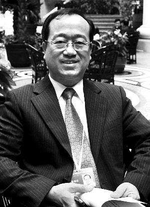 陈鉴林 香港立法会议员、全国政协委员