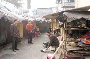 江北塔坪老居民区,违章建筑众多。记者 杨新宇 摄
