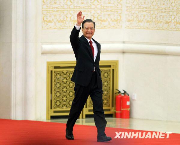 温家宝总理步入会场。新华社记者邢广利摄
