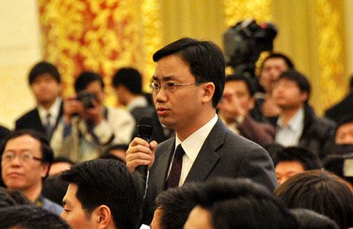 图为新华社记者提问。翟子赫 摄