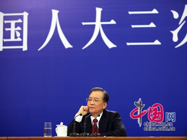 温总理倾听记者提问 中国网 胡迪