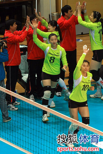 图文:上海女排3-0天津 李娟上场