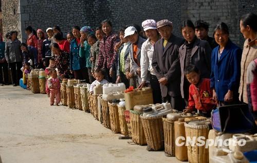 云南旱情最为严重县见闻:一吨水成本贵过油