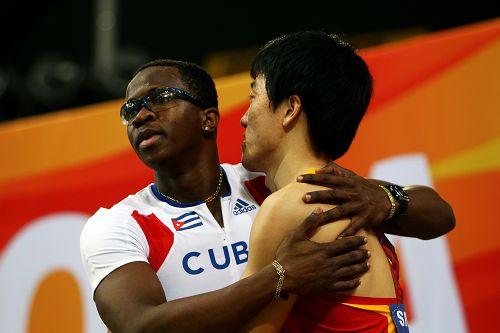 刘翔与罗伯斯拥抱