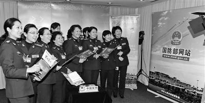 今年两会期间,国防部网站办到了两会现场,提高了新闻采编的及时性。图为军队部分女代表做客国防部网站时的情景。记者