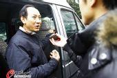 图文:刘翔与孙海平多哈归来 孙海平接受采访