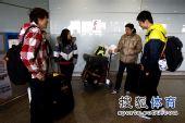图文:田径队结束世锦赛抵京 运动员在谈笑中