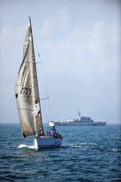 图文:环海南岛帆船赛第三赛段 扬帆远航图片