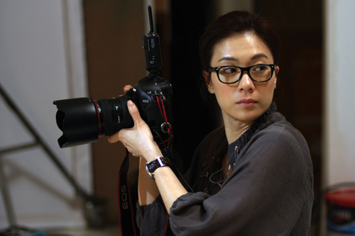 图:《月满轩尼诗》精彩剧照 张可颐变身摄影师