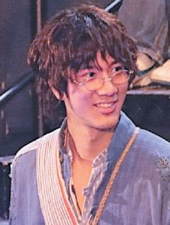 似犀利哥造型的艺人中发现,原来何润东在电影《西藏往事》中的西藏