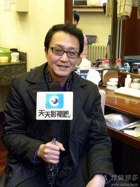 吴刚在接受记者的采访