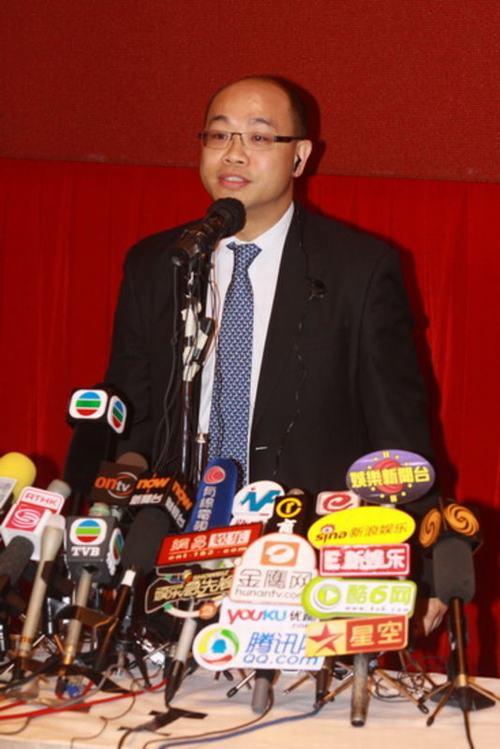 图:陈志云发布会 主持人维持秩序