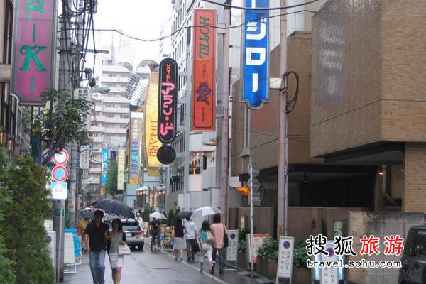 摄于2006年7月17日东京涉谷道玄坂小路口的风俗店