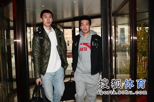 图文:CBA全明星各队球员抵京 吉�唇饬⒈�